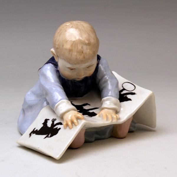 Meissen Porzellan, Hentschelkind mit Bilderbuch Baby